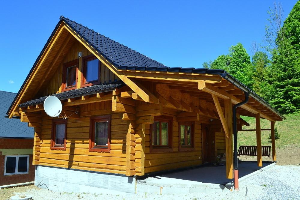 Chata Kukulienka, drevenica v Terchovej, pohľad zboku